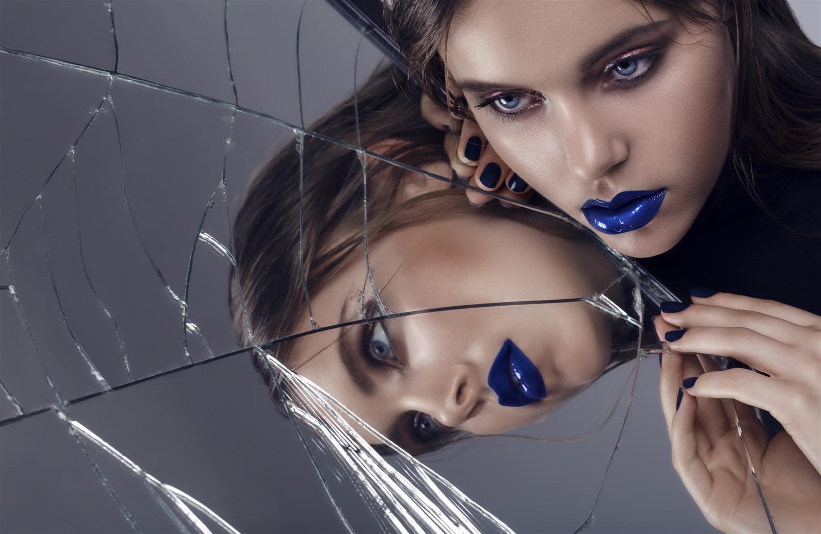 Foto: Petra Sartoris, Modelka: Michaela S. / EXIT Model Management pre Zahrat Al Khaleej magazine
